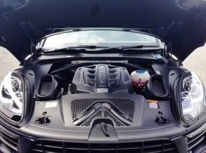 マカンS V6 3000ccのエンジンルーム