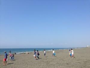 辻堂海岸でビーチクリーン