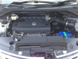 日産ムラーノのエンジンルーム