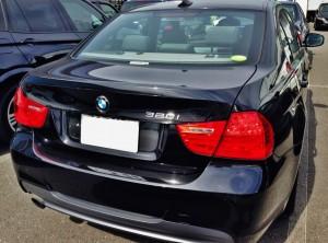 E90 BMW320iのリアビュー