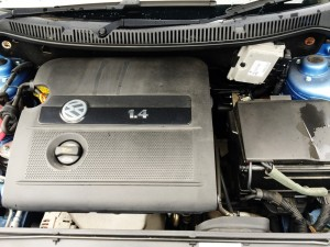 可愛くてもタフなオールアルミ製直列4気筒DOHC、1.4L(75馬力)エンジンを持つポロの売却は湘南のハッピーカーズへ
