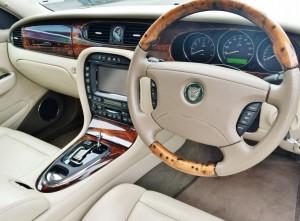 ジャガーのウッド基調の内装が高額査定のポイント