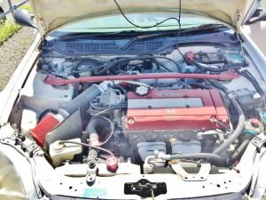 ホンダシビックタイプRのエンジンルームはまさかのエアコン付きチューン
