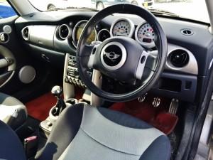男は黙って3ペダルの6速MTオンリー、それがR53型 BMW MINI  クーパーSのこだわりなんです