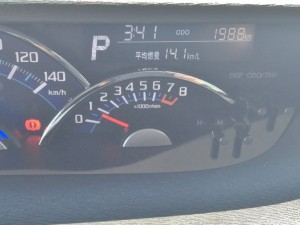 オドメーターはなんと1000km台!低走行のダイハツ タント ならどこよりも高額査定出すつもりです!