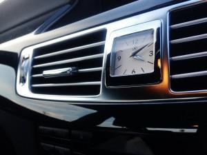 メルセデス ベンツCLS350の時計はアナログでした!