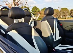 CABANAのユニオンジャックシートカバーのコンディションもGOOD!シルバーのMINIとモノトーンで合わせるなんてセンス抜群