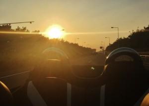 陸運局での登録から帰りに信号待ちで撮った湘南の海沿い国道134号からみる夕日