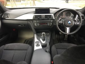 BMW320dMスポーツパッケージに純正M Performanceパーツでドレスアップされた内装