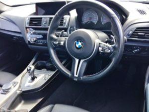 BMWのMオリジナルの内装、むしろMスポーツと同じとも言ってしまうところが小市民。