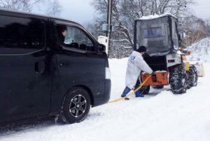 雪道でスタックして牽引してもらった現行営業車キャラバンNV350