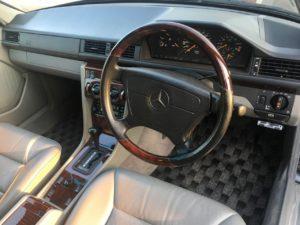 W124型E320の内装は応接間みたいです