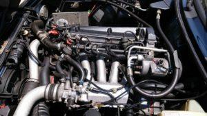 サーブ900ターボのエンジンは4気筒の16バルブ